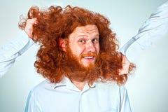 El hombre enojado que rasga su pelo Fotos de archivo libres de regalías