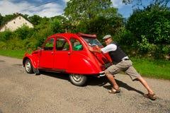 El hombre francés con el coche analiza Fotos de archivo libres de regalías