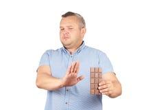El hombre gordo rechaza al chocolate Foto de archivo libre de regalías
