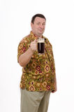 El hombre gordo se coloca con la pinta de cerveza de malta Imagen de archivo libre de regalías