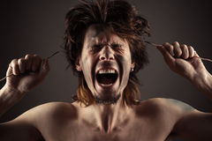 El hombre grita un problema con electricidad Foto de archivo libre de regalías