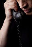 El hombre habla por el teléfono Fotos de archivo
