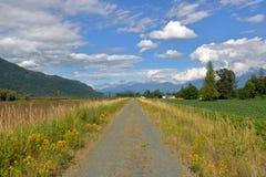 El hombre hizo el dique en Columbia Británica meridional imagen de archivo