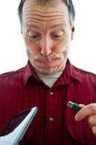 El hombre infeliz con una tableta y USB tapan foto de archivo