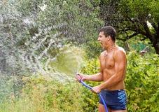 El hombre joven con agua Fotos de archivo