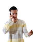 El hombre joven con el teléfono Fotografía de archivo libre de regalías