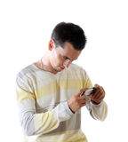 El hombre joven con el teléfono Imagen de archivo libre de regalías