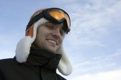 El hombre joven enganchó a deportes de invierno Fotografía de archivo