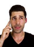 El hombre joven está hablando en el teléfono Foto de archivo