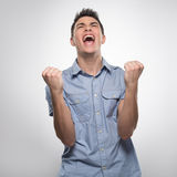 El hombre joven hermoso grita de alegría Fotografía de archivo