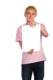 El hombre joven muestra las paginaciones en blanco imagenes de archivo