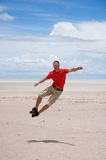 El hombre joven salta Imagen de archivo