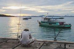 El hombre local va a pescar para la comida Foto de archivo libre de regalías