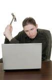 El hombre martilla el ordenador Fotos de archivo libres de regalías