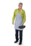 El hombre mayor está cociendo al horno Imagen de archivo libre de regalías