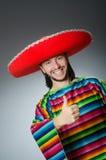 El hombre mexicano con los pulgares para arriba Foto de archivo libre de regalías