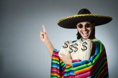 El hombre mexicano con los sacos del dinero Foto de archivo