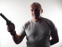 El hombre peligroso con un arma Foto de archivo libre de regalías