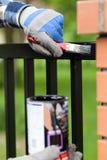 El hombre pintó una puerta Imágenes de archivo libres de regalías