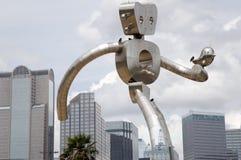 El hombre que camina y la Dallas céntrica Fotos de archivo libres de regalías