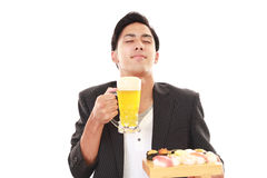 El hombre que come el sushi Fotografía de archivo libre de regalías
