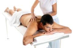 El hombre que recibe masaje relaja el tratamiento Fotografía de archivo libre de regalías