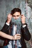 El hombre rechaza beber el alcohol Foto de archivo libre de regalías