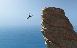 El hombre salta en el océano Imagenes de archivo