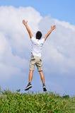 El hombre salta libremente fotografía de archivo libre de regalías