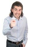 El hombre sonriente joven da el higo aislado imagen de archivo