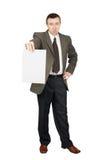 El hombre sostiene una hoja en blanco del papel Imagenes de archivo