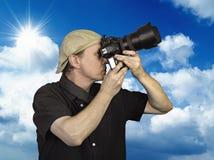 El hombre sostuvo la cámara Imagen de archivo