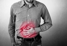 El hombre tiene dolor de estómago Imagen de archivo libre de regalías