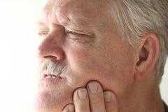 El hombre tiene mún dolor del diente o del mandíbula Fotos de archivo libres de regalías