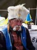 El hombre ucraniano desconocido en uniforme es una demostración del partido en el cuadrado de la independencia en Kiev Fotografía de archivo