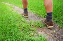 El hombre va a caminar Foto de archivo libre de regalías