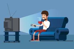 El hombre ve la TV en el sofá con el ejemplo del vector de la taza de café Imagen de archivo