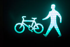 El hombre verde va semáforo peatonal Fotografía de archivo libre de regalías