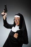 El hombre vestido como monja imagen de archivo libre de regalías