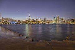El horizonte de Chicago en la noche fotografía de archivo