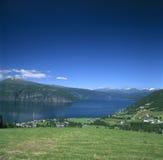 El horizonte de Innvikfjord Fotos de archivo libres de regalías