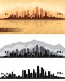 El horizonte de la ciudad de Los Ángeles detalló las siluetas fijadas stock de ilustración