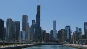 El horizonte de la opinión de Chicago del lago Michigan - CHICAGO, ESTADOS UNIDOS - 11 DE JUNIO DE 2019 almacen de metraje de vídeo