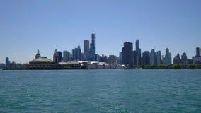 El horizonte de la opinión de Chicago del lago Michigan almacen de video