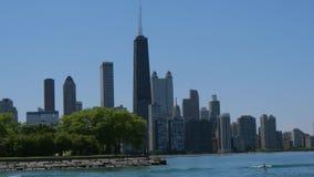 El horizonte de la opinión de Chicago del lago Michigan almacen de metraje de vídeo
