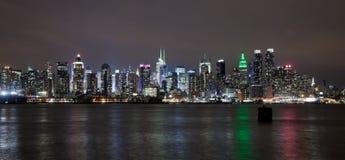 El horizonte de la parte alta de New York City Foto de archivo libre de regalías