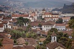 El horizonte de la pequeña ciudad montañosa Mariana fotos de archivo