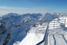 El horizonte de las montañas. Fotografía de archivo