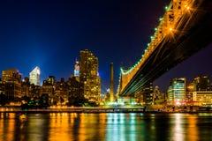 El horizonte de Manhattan y el puente de Queensboro visto de Roosevelt Foto de archivo libre de regalías