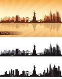 El horizonte de New York City detalló las siluetas fijadas ilustración del vector